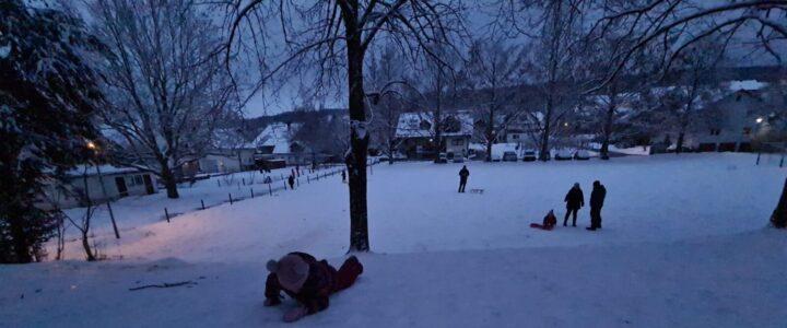 Hai afară la zăpadă…