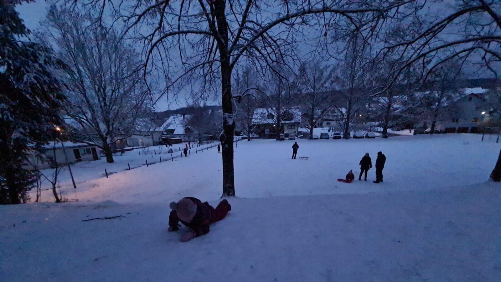 Read more about the article Hai afară la zăpadă…